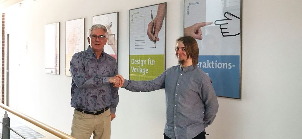 Handschlag Bernd Schroeder mit Ruben Strahl zur Unternehmensnachfolge